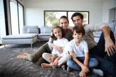Familia en una casa passive house
