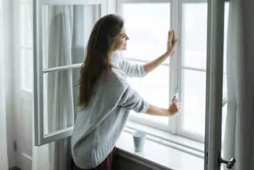 Abriendo la ventana para ventilar